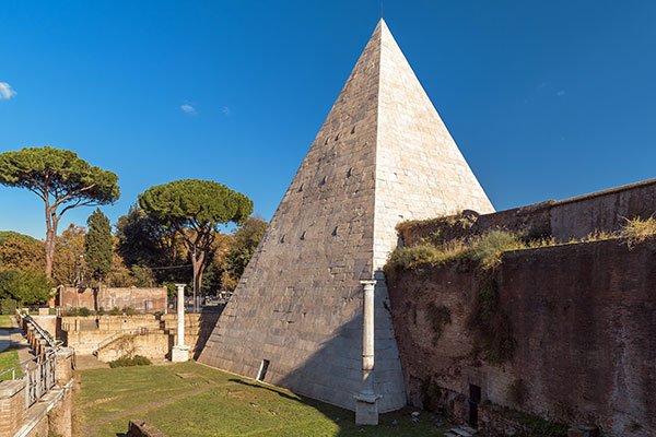 pirámide Cestia en Roma