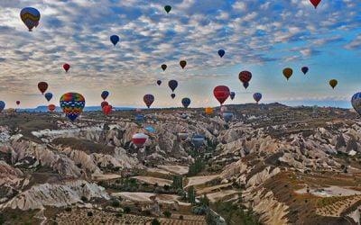 ☆ Visitar Capadocia sobrevolando Göreme en globo aerostático en Turquía